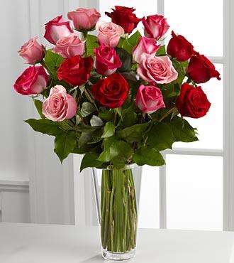 B19-4387 - FTD Tre Romance Rose Bouquet
