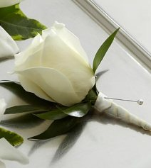 W7-4629 - FTD White Rose Boutonniere