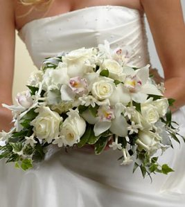W9-4622 - FTD White on white bouquet
